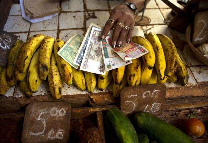 La economía cubana espera un difícil 2016, ya que su crecimiento económico será el de la mitad al conseguido en este año. Una causa es la caída del precio del níquel, entro otras circunstancias. (Foto de contexto AP)