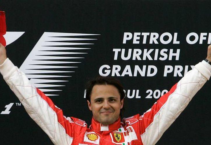 Felipe Massa, 11 veces ganador de carreras de Fórmula 1, anunció su retiro de las pistas de la máxima categoría del automovilismo. (Archivo/AP)
