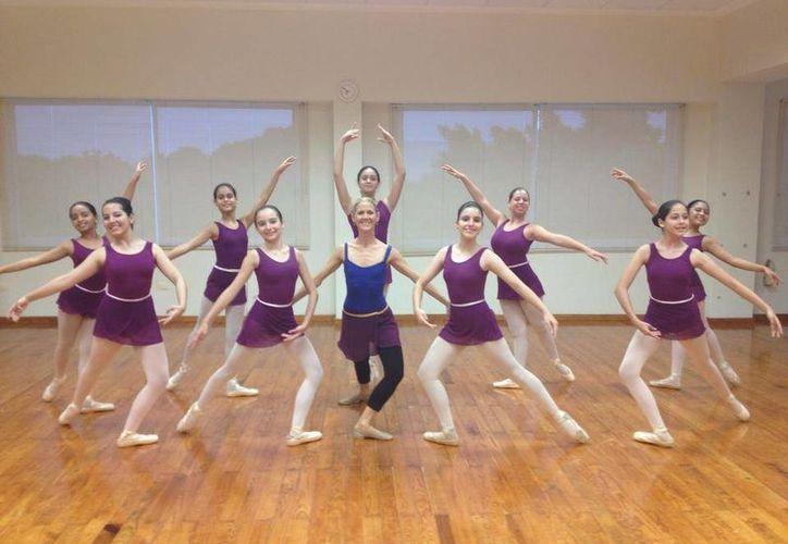 """Alumnas de Ballet Concierto Cancún, presentarán la obra """"Atardecer en el bosque"""". (Redacción/SIPSE)"""