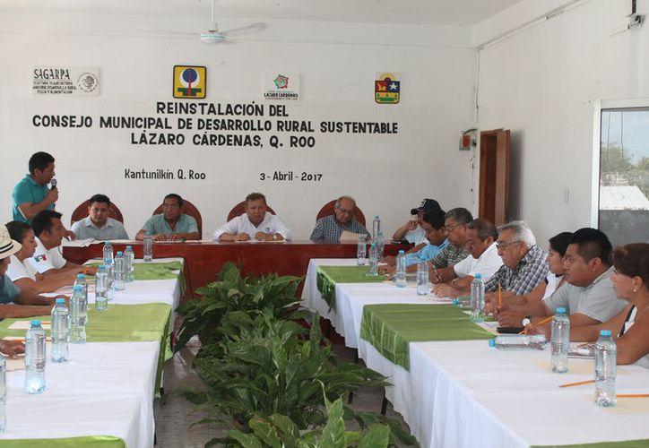 Asistieron a la reunión representantes de dependencias e integrantes del Cabildo. (Gloria Poot/SIPSE)