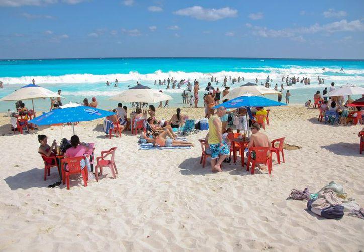Turistas que han llegado a este destino consideran que en Cancún la gente es amable. (Internet)