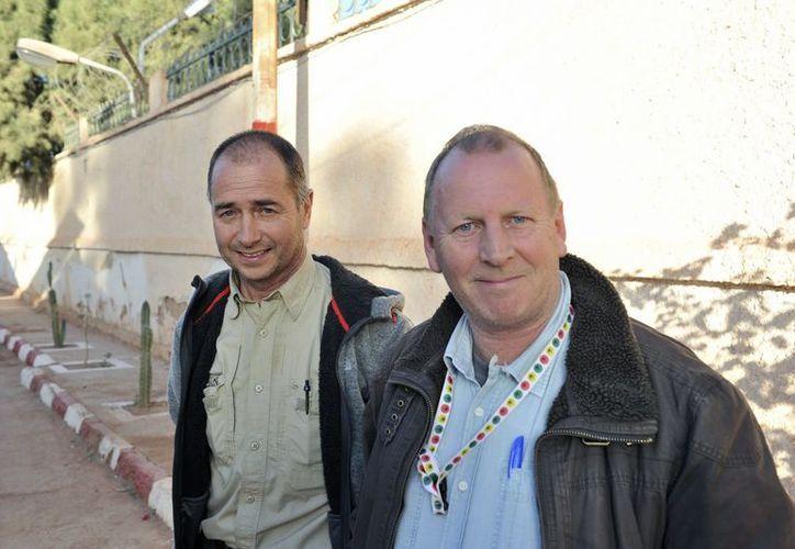 Peter (i) y  Alan, británicos sobrevivientes a la toma de rehenes por parte de rebeldes islámicos en Argelia. (Agencias)