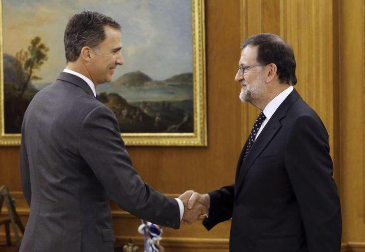 Previamente, Felipe VI ofreció a Mariano Rajoy como candidato a la Presidencia del Gobierno, nominación que el líder del Partido Popular rechazó. (AP)