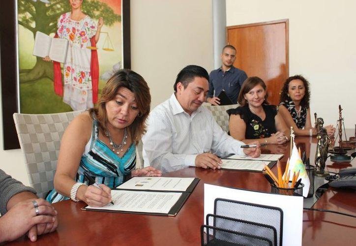 La firma del convenio entre la Facultad de Psicología de la UADY y el Tribunal Superior de Justicia. (SIPSE)