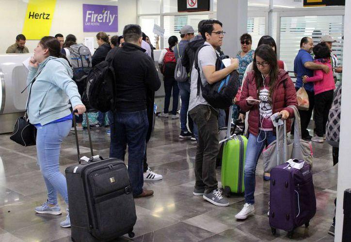 La terminal de autobuses del ADO registró bastante movimiento de pasajeros. (Joel Zamora/SIPSE)