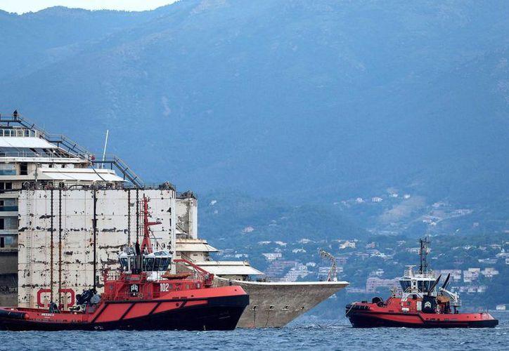 El remolcamiento del Costa Concordia hacia Génova tardó cuatro días. (EFE)