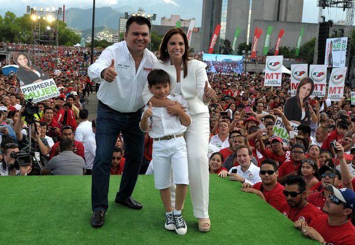 La candidata del PRI al gobierno del estado de Nuevo León, Ivonne Álvarez -en la imagen durante su cierre de campaña- podría perder ante un candidato independiente cuya popularidad ha subido como la espuma: se trata de 'El Bronco'. (Archivo/Notimex)