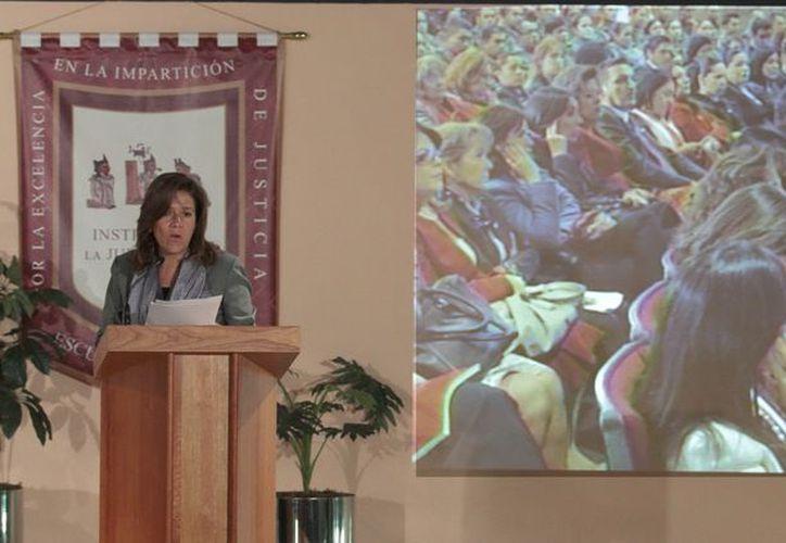 Margarita Zavala reconoció que no es fácil vencer la cultura de discriminación y violencia hacia la mujer, por lo que hay que usar creatividad y talento para fortalecer el papel de la mujer mexicana. (Notimex)