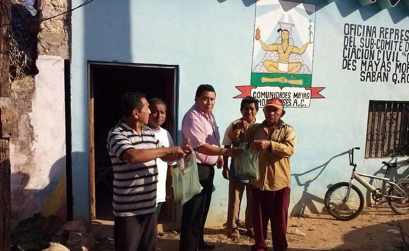 La asociación tiene representaciones en varias localidades indígenas del municipio para facilitar a la gente hacer sus peticiones de apoyo. (Carlos Yabur/SIPSE)