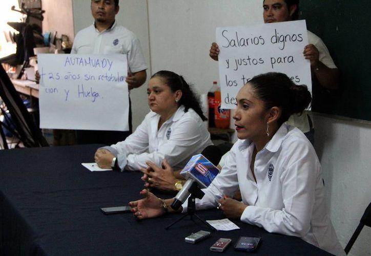 La secretaria general de la Autamuady ofreció una conferencia de prensa. Los trabajadores insisten en un alza de 10%. (SIPSE)
