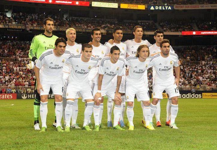 Jugadores del Real Madrid posan para una foto antes de su juego ante el Inter de Milán durante un partido amistoso en Missouri. (EFE)