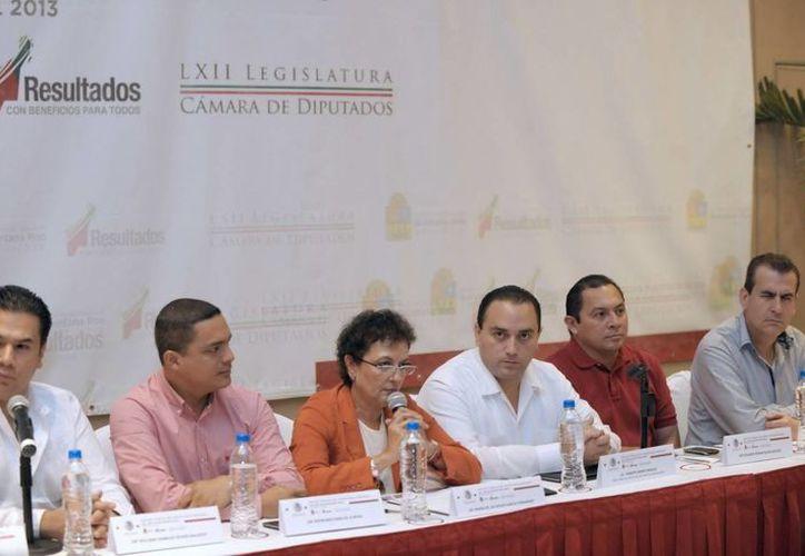 12 diputados federales del  PRI de la LXII Legislatura y un senador participaron. (Cortesía/SIPSE)