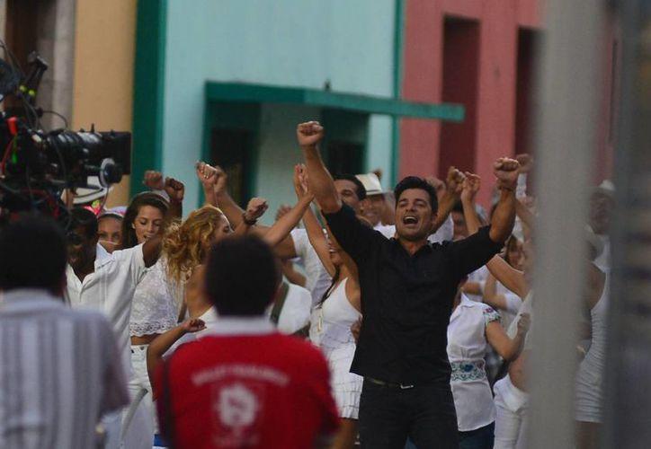 Una de las cosas que más le ha gustado a Chayanne al estar en Mérida es el trato de la gente y la cochinita. (Luis Pérez/SIPSE)