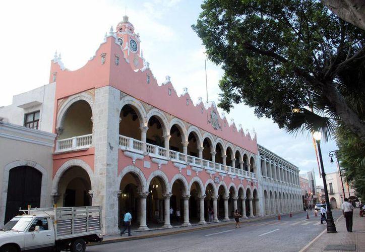 De los 106 ayuntamientos yucatecos, solo 10 no tienen adeudos con el Gobierno de Yucatán. En la foto, el Ayuntamiento de Mérida. (SIPSE)