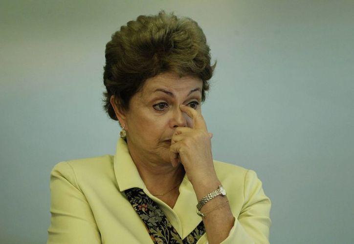 La presidenta Rousseff dijo que Brasil debe realizar más exportaciones para recuperarse de la crisis que está atravesando. (EFE)