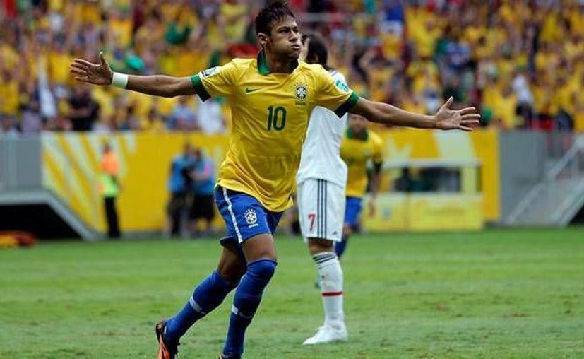 Neymar deja atrás nueve partidos de sin anotar con la selección brasileña