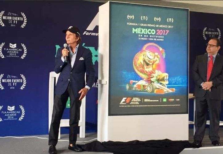 El expiloto brasileño Emerson Fittipaldi (izq.) dio a conocer los detalles de la carrera que se llevará a cabo a fin de año. (Foto tomada de Twitter/Gran Premio de México)