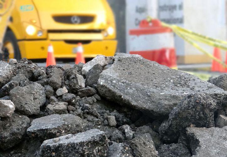 Las obras de remodelación en las calles aledañas al Centro Internacional de Negocios obligaron a las autoridades a cerrar la circulación sobre la calle 60, una de las principales de la ciudad. Toma previsiones. (SIPSE.com)