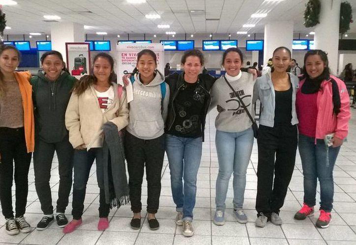 Jugadoras de Quintana Roo encabezadas por Iris Mora viajaron a Chiapas para promover el fútbol femenil. (Redacción/SIPSE)