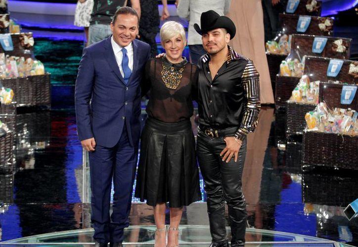 Espinoza Paz (d), quien es compañero de Cristian Castro (i) en el programa 'Me pongo de pie', funge ahora como su productor musical. (Notimex)