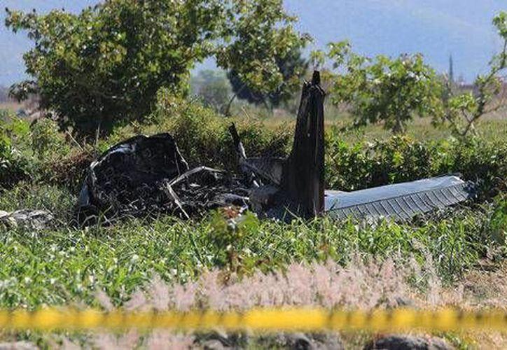 Así quedó la avioneta que se estrelló en La Trinidad Tepango, Atlixco, en Puebla. (Milenio)