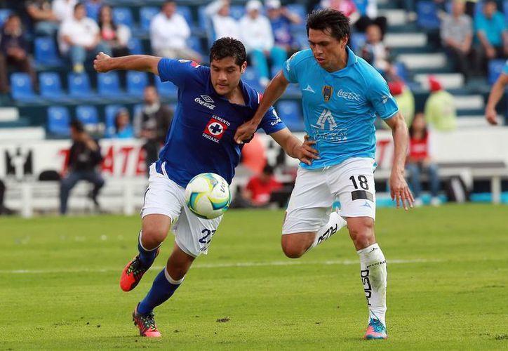 Cruz Azul mantiene su condición de invicto en casa bajo la tutela de Guillermo Vázquez. (Notimex)