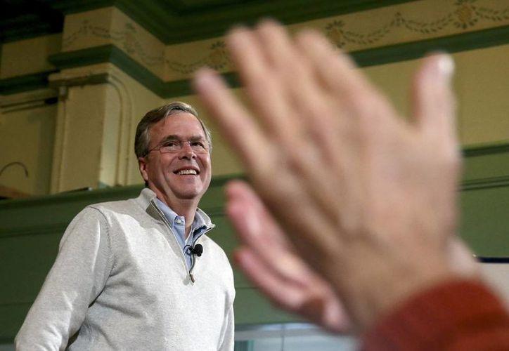 Jeb Bush ha criticado duramente los señalamientos que Donald Trump ha hecho contra los migrantes, las mujeres y los hispanos. (AP)