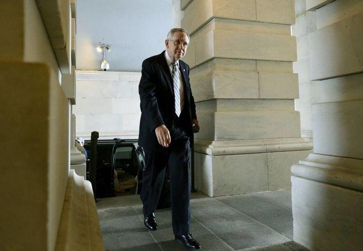 El líder de la mayoría demócrata de la Cámara Alta, Harry Reid, a su llegada este miércoles al Capitolio. (EFE)