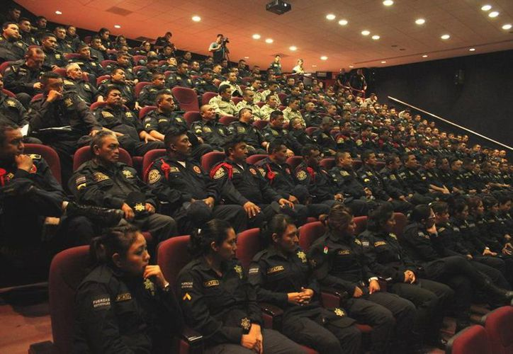 Numerosos agentes de la Secretaría de Seguridad Pública tomaron el curso de capacitación. (Milenio Novedades)