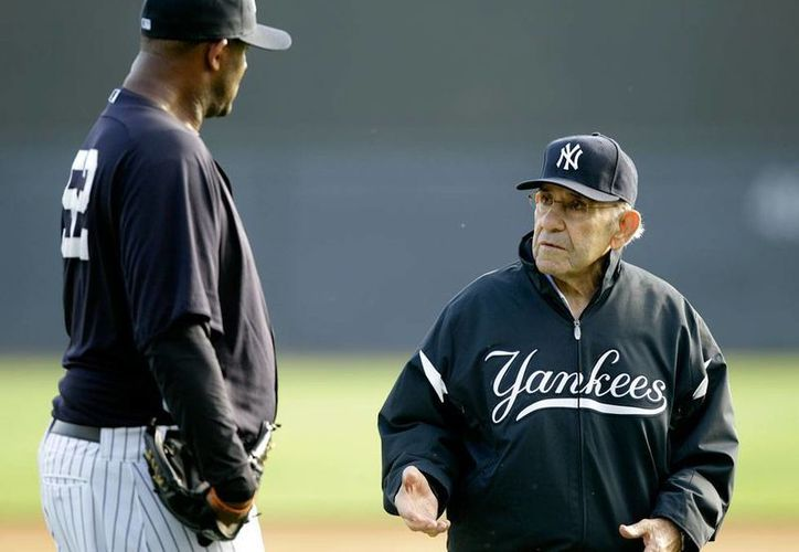 Yogi Berra (der.), legendario cátcher de Yanquis de Nueva York no sólo ganó Series Mundiales como jugador, sino también como entrenador. (Archivo/AP)