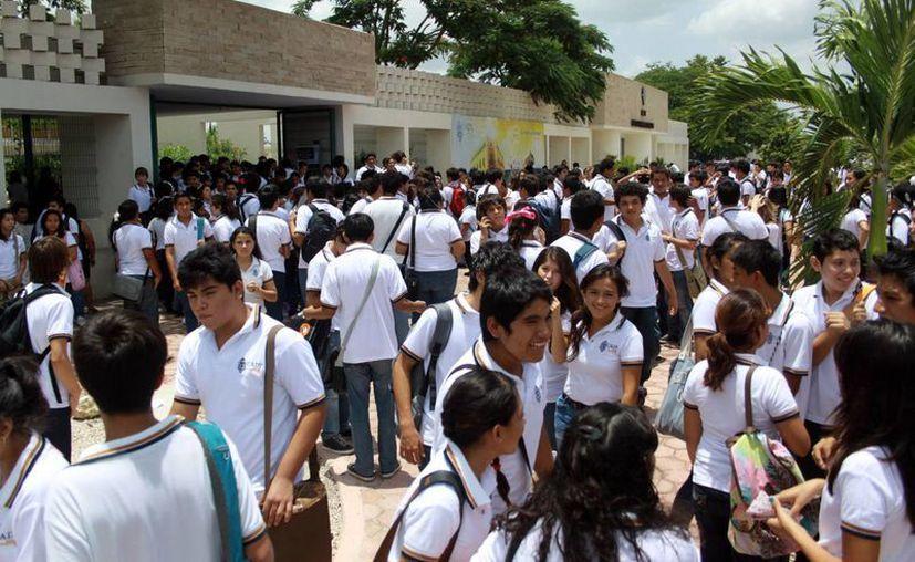 La Escuela Preparatoria 2 de la Uady es la más solicitada: dos mil 938 estudiantes se presentan al examen de admisión. (Milenio Novedades)