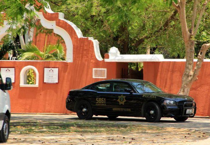 La vigilancia se ha extremado en la hacienda Tekik de Regil, una de las sede de la 'boda del año'. (José Acosta)