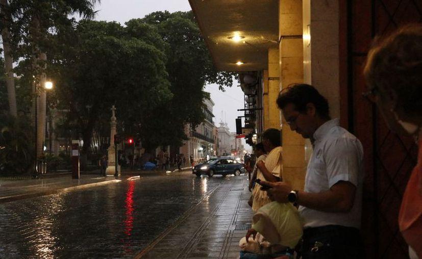 Pese a la lluvia, las temperaturas continuarán siendo templadas a cálidas por la mañana y calurosas a muy calurosas durante el día. (SIPSE)