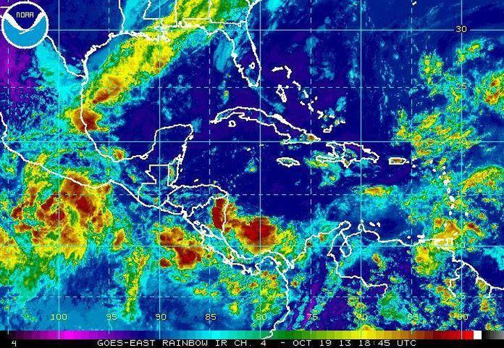 El fenómeno meteorológico está a 350 millas náuticas sobre las costas del Pacífico. (nhc.noaa.gov)