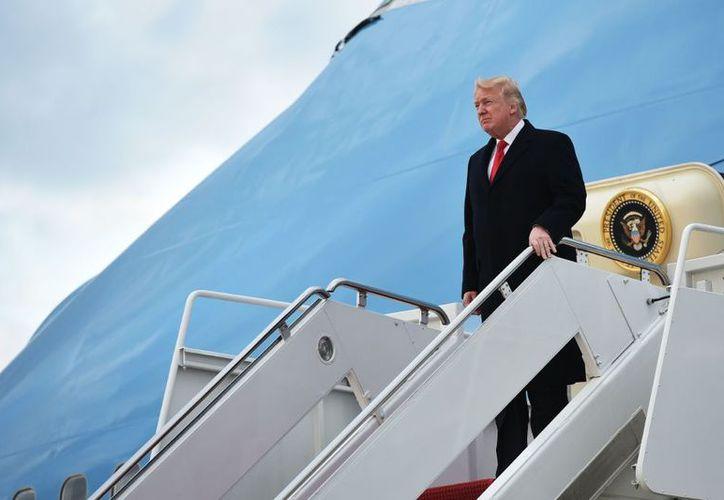 Los gastos por viajes realizados por Donald Trump se enfilan a superar el costo total de los que realizó Barak Omaba durante su mandato. (El Espectador)