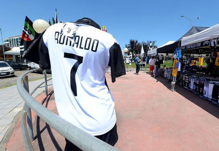El fichale de Ronaldo en la Juventus ha causado reacciones dentro y fuera del ámbito futbolero. (Milenio)