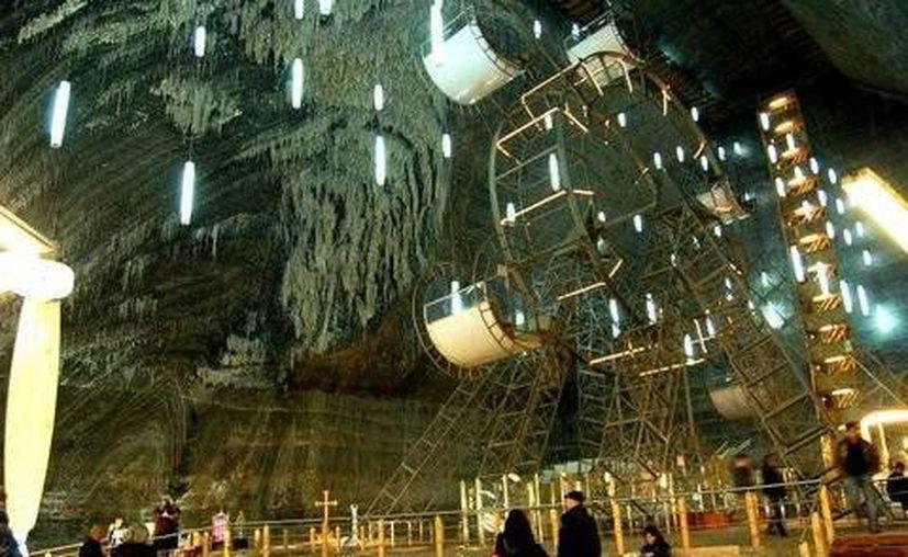 Salina Turda es un parque de diversiones en Rumania, que se encuentra en lo que fue una mina de sal en el siglo XVII. (Excelsior)