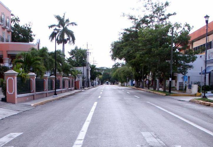 La avenida Colón es de las más representativas de la capital yucateca y proponen mejorar el pavimento, banquetas y casas. (Milenio Novedades)