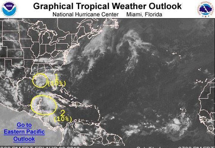 La onda tropical 15 muestra leves indicios de desarrollo ciclónico. (CNH)
