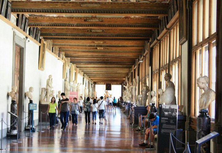 La Galería de los Oficios, en Florencia, Italia, alberga obras de arte como esculturas y pinturas. De acuerdo con el Gobierno, la mafia italiana remodeló parte del inmueble. (guias-viajar.com)