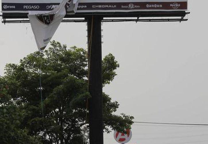 Un muchacho cayó de una altura de 13 metros al recibir una descarga eléctrica. (Redacción/SIPSE)