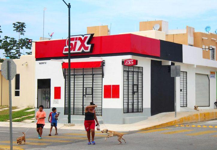 Al rededor de 120 establecimientos cerraron por falta de documentación. (Foto: Adrián Barreto)