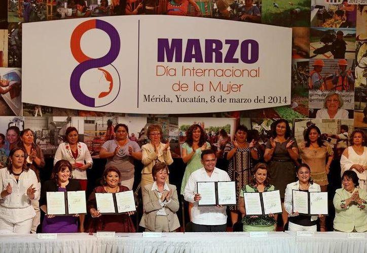En el Día Internacional de la Mujer, el Gobernador presentó un paquete de iniciativas en materia de protección al sector, incluyendo modificaciones al Código Penal y a dos leyes en la materia. (Cortesía)