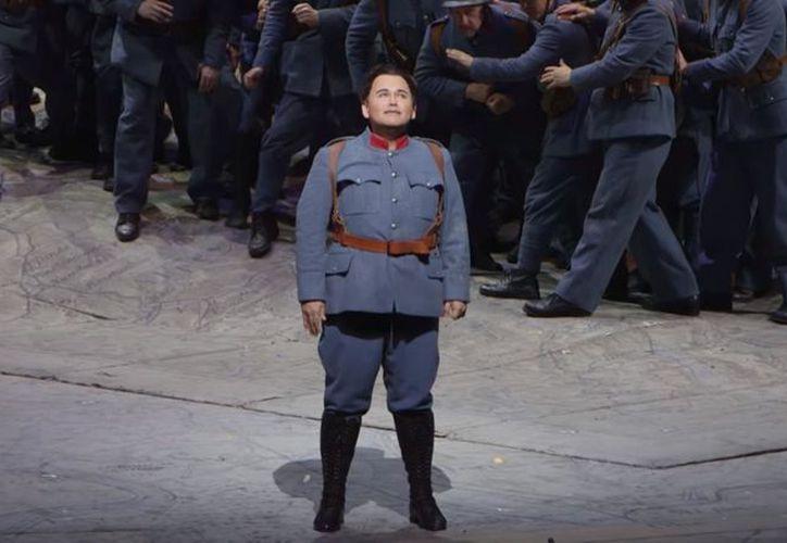 El tenor Javier Camarena se llevó el reconocimiento del público tras su interpretación en la Metropolitan Opera House de Nueva York. (YouTube)