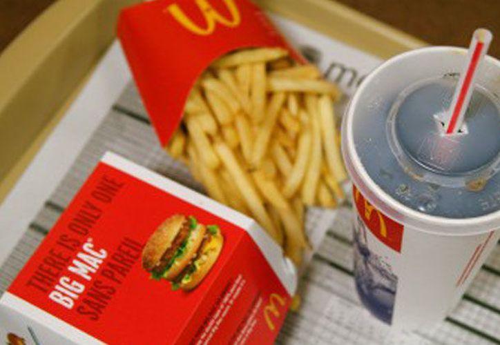 Artículos como bolsas, vasos de refrescos y cajas para hamburguesas serán más ecológicos. (Foto: Contexto)
