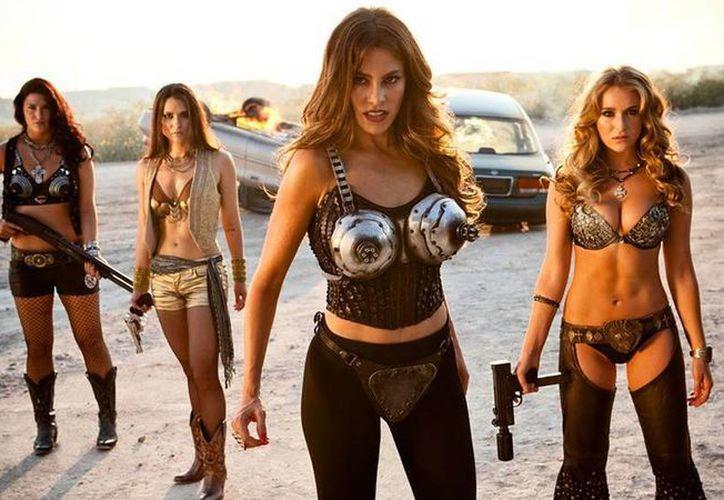 """En """"Machete Kills"""", el actor Dany Trejo es el amor de todas las mujeres peligrosas del filme. (Facebook oficial)"""