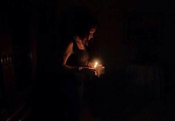 Este viernes el Gobierno de Venezuela aseguró que el recrudecimiento de los ataques se debe a la cercanía de la suspensión del plan de cortes de electricidad. (twitter.com/venezolanoenpie)
