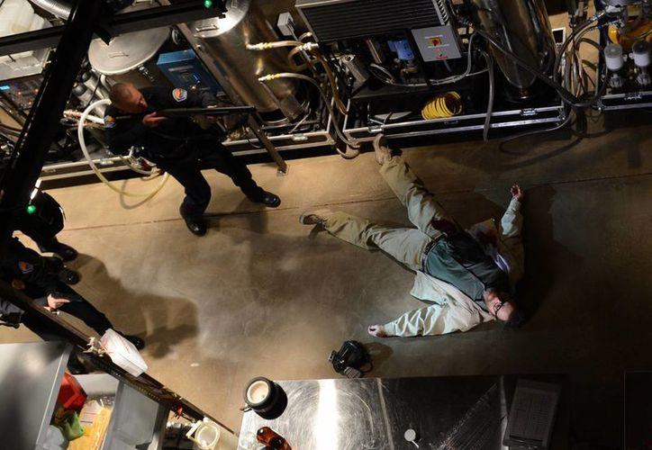 Imagen proporcionada por Bryan Cranston como Walter White en la última escena de 'Breaiking Bad'. (Agencias)
