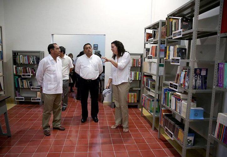 El titular de la Segey, Raúl Godoy Montañez, durante el recorrido por las nuevas instalaciones. (Milenio Novedades)