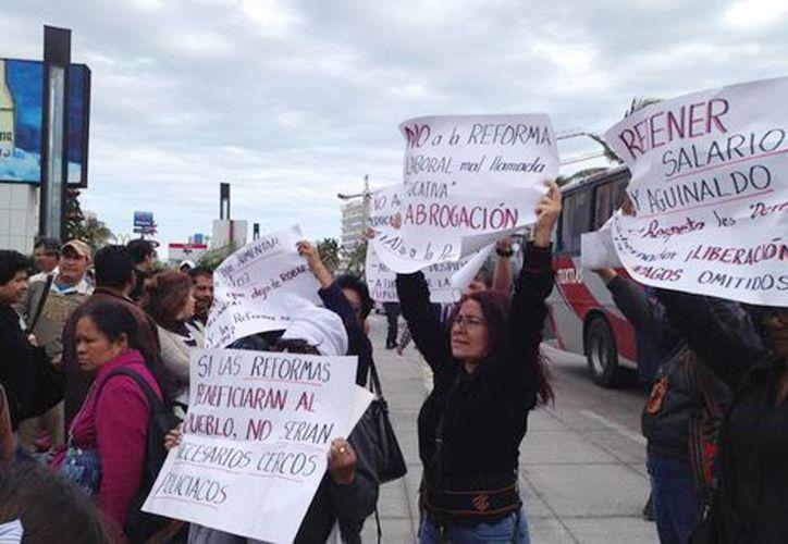 Trabajadores de la educación protestan afuera del WTC (Isabel Zamudio/Milenio)
